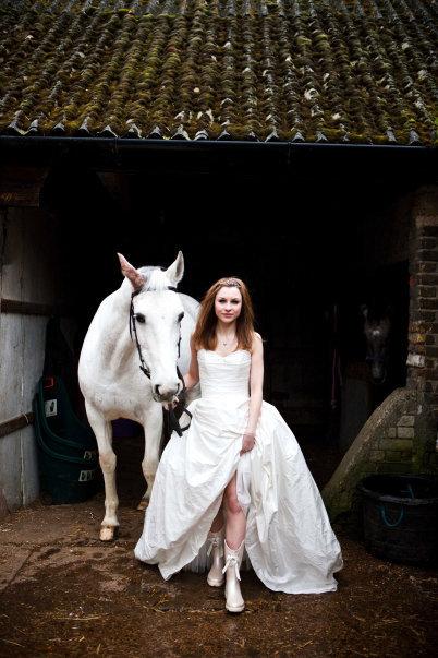 bride-horse